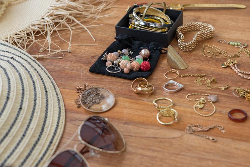 Een tafel vol accessoires om uit te kiezen - in overleg met de styliste natuurlijk.